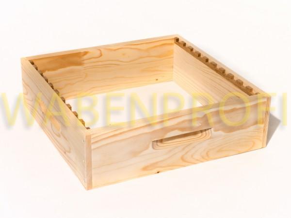Dadant US Honigraumzarge mit Holzrechen
